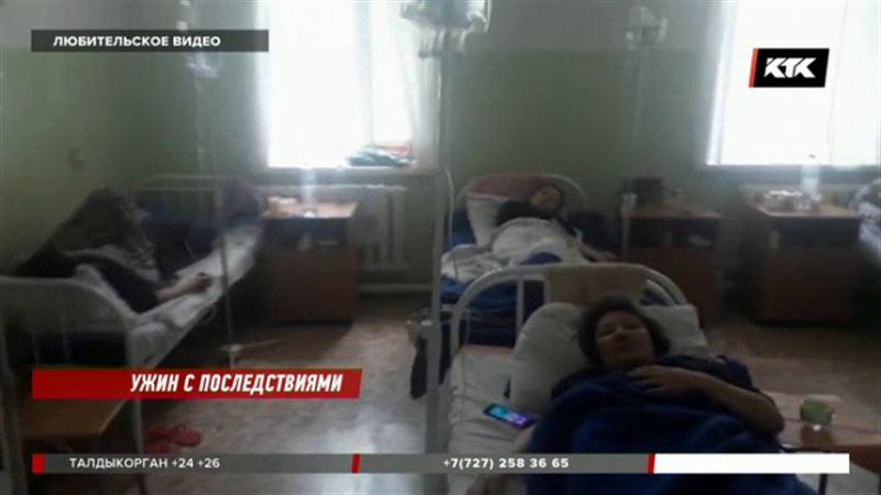 После семейного ужина в больницу попали сразу 20 карагандинцев