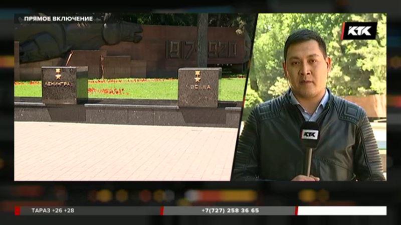 В Алматы вандалы повредили Мемориал Славы, который расположен в парке 28 гвардейцев-панфиловцев
