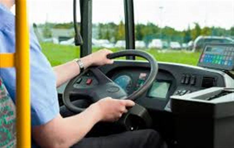 Мас жолаушы автобус жүргізушісін ұрып жіберді