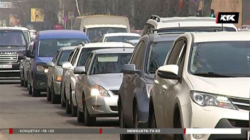 Алматы стоит в пробках из-за ремонта дорог