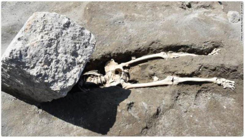 В Сети посмеялись над нелепой смертью тысячелетней давности