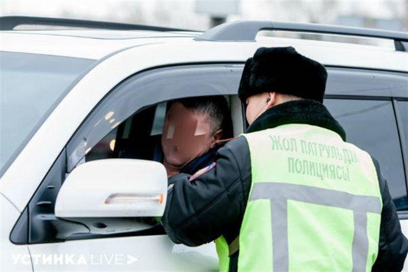 ВИДЕО: Ұялмайсыз ба, инспектор: Ақтауда полицейдің ерсі әрекетінен кейін тергеу жүргізілді