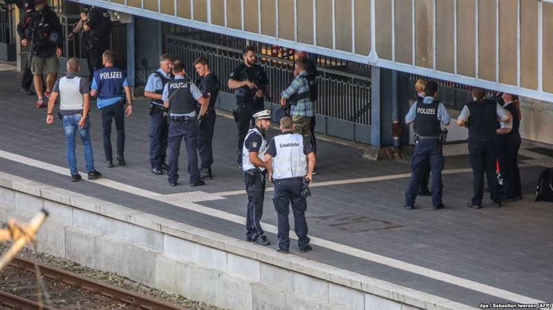 Полиция Германии ликвидировала дебошира с ножом в поезде