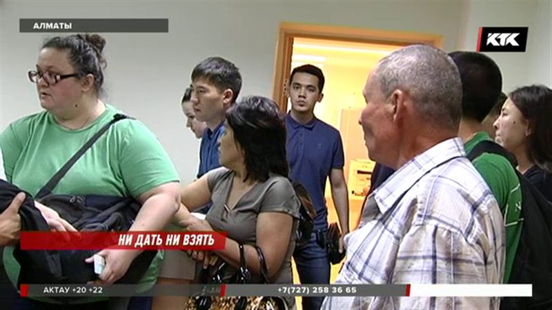 Вкладчики Банка Астаны брали штурмом алматинский офис