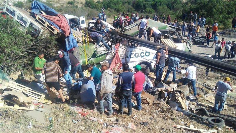 При столкновении автобуса с грузовиком в Мексике погибли 11 человек