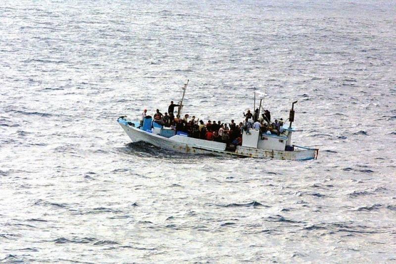 Босқындар мінген кеме суға батып, 9 адам қаза тапты