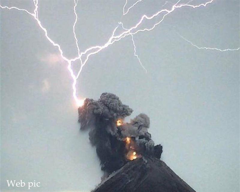 Извержение вулкана Фуэго в Гватемале: шесть человек погибли, 20 ранены