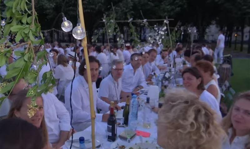 В Париже прошел юбилейный тридцатый «Ужин в белом»