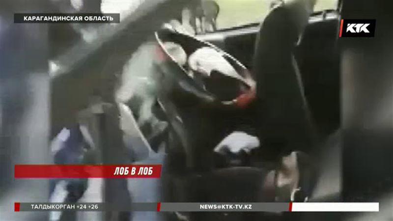 В Карагандинской области лоб в лоб столкнулись две машины