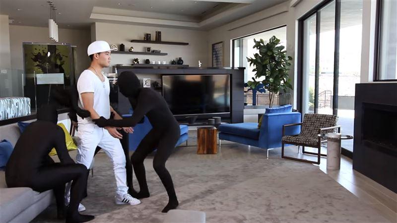 Актер и комик исполнил танец, не сделав ни единого движения