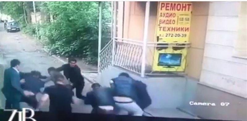 ВИДЕО: Жанқош Тұраровқа шабуыл жасалды