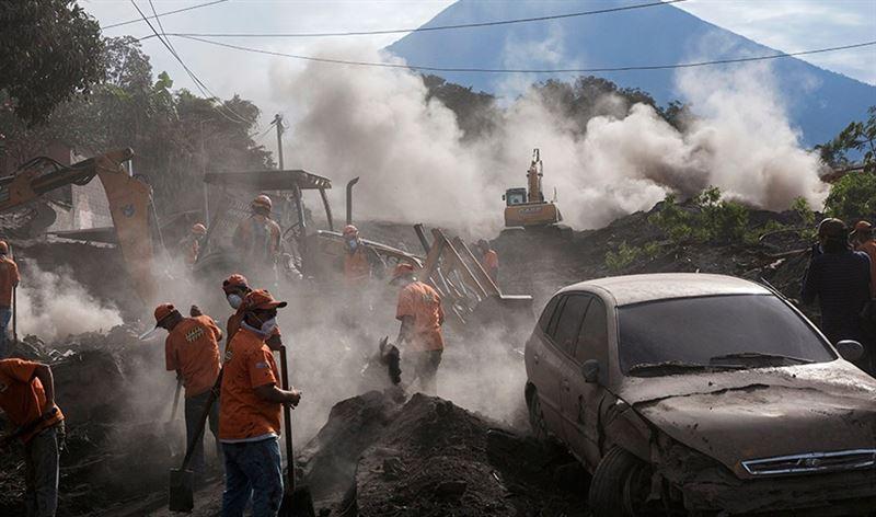 Число жертв извержения вулкана в Гватемале возросло до 99