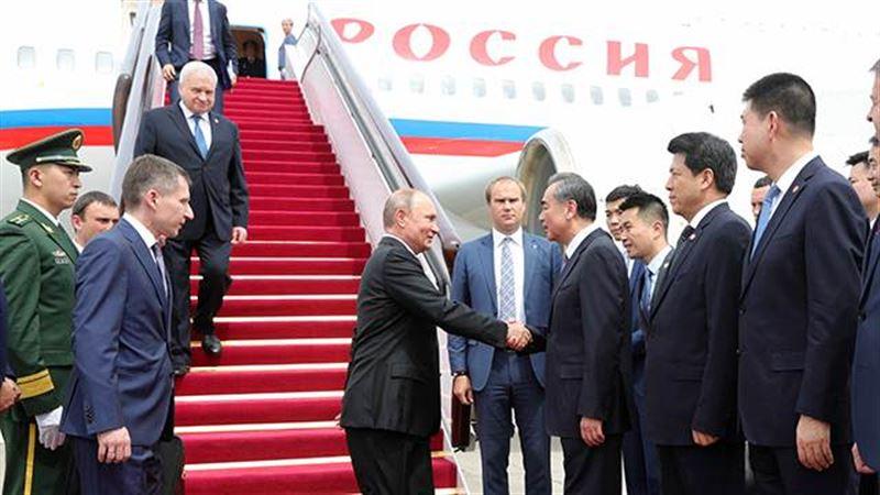 Военный оркестр Китая сыграл «Катюшу», приветствуя Путина