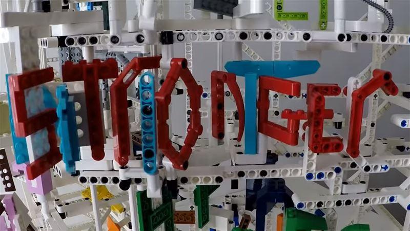 Блогер продемонстрировал караоке, сделанное из конструктора лего