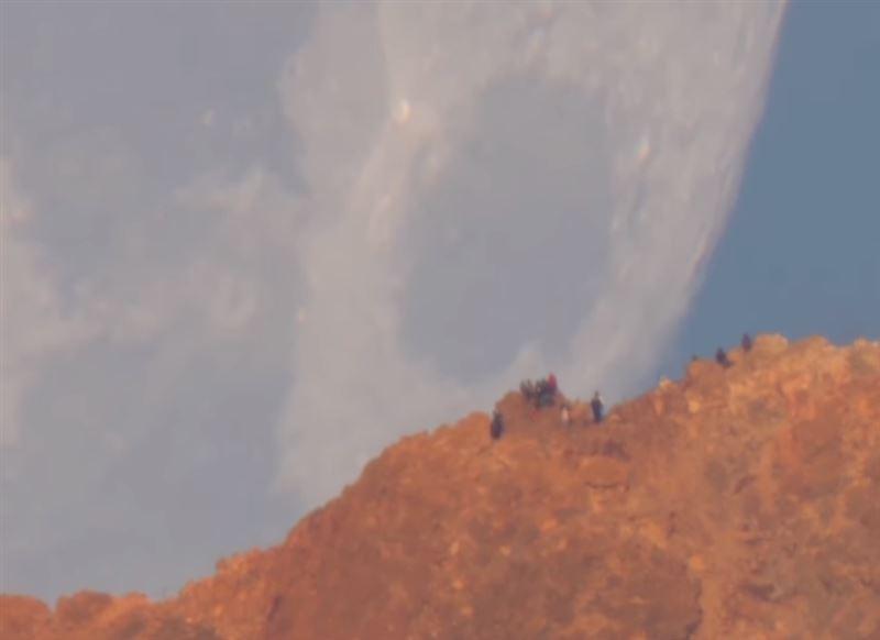 «Падение» Луны на Землю запечатлели на видео