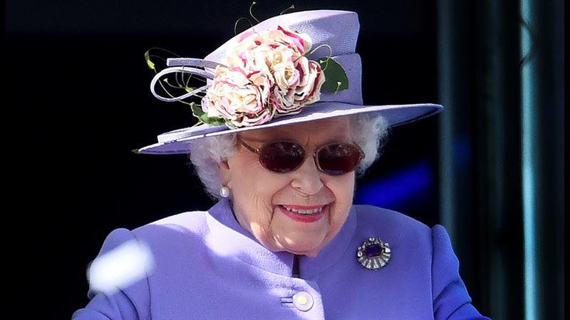 Елизавета II успешно перенесла операцию на глазах