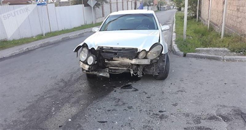 В результате аварии в Алматы пострадали три человека