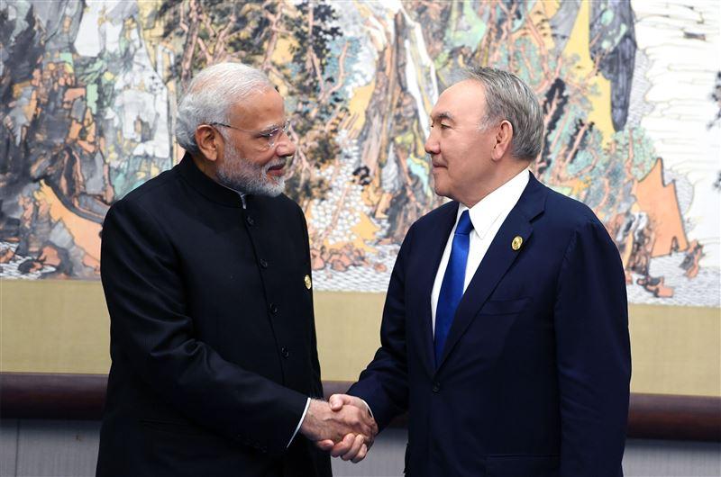 Президент провел встречу с Премьер-Министром Индии