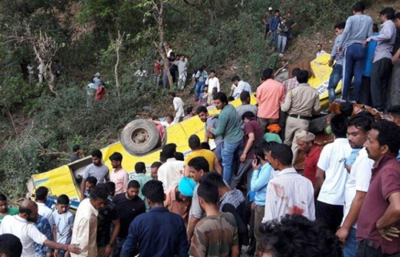 ФОТО: Автобуспен болған жол-көлік оқиғасынан 17 адам қаза тапты