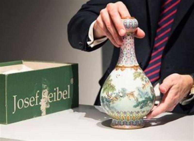 Китайскую вазу, найденную в обувной коробке, продали за 16 миллионов евро