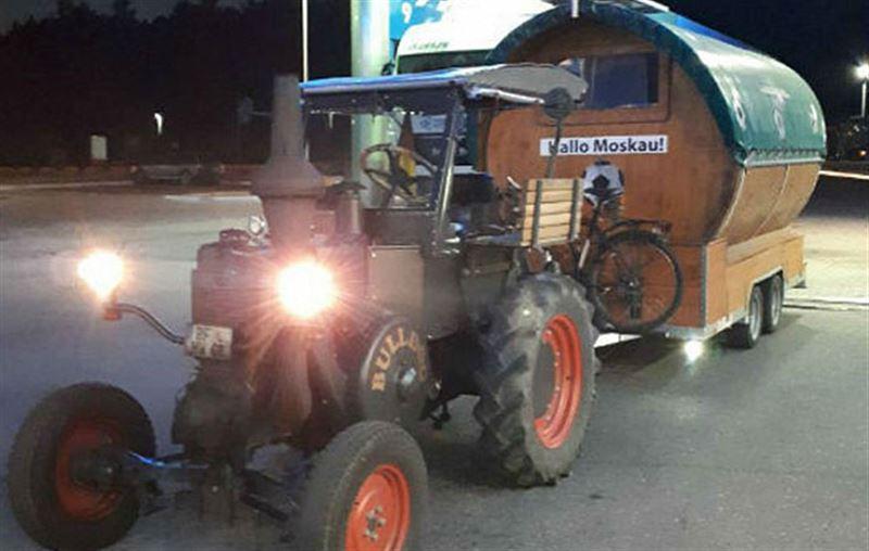 Болельщик, выехавший из Германии на тракторе, добрался до Москвы