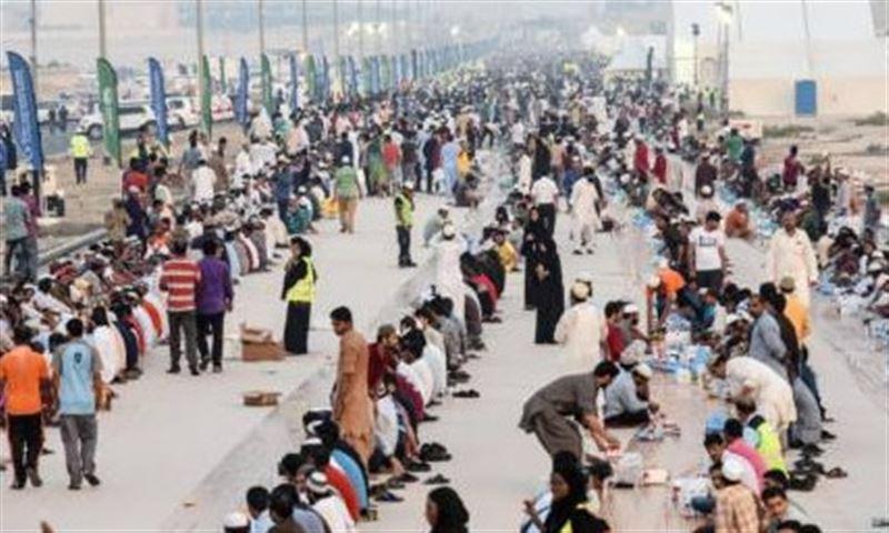 Дубайда 12 830 жұмысшыға ауызашар берілген
