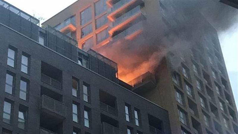Пожар вспыхнул в 20-этажном жилом доме на юге Лондона