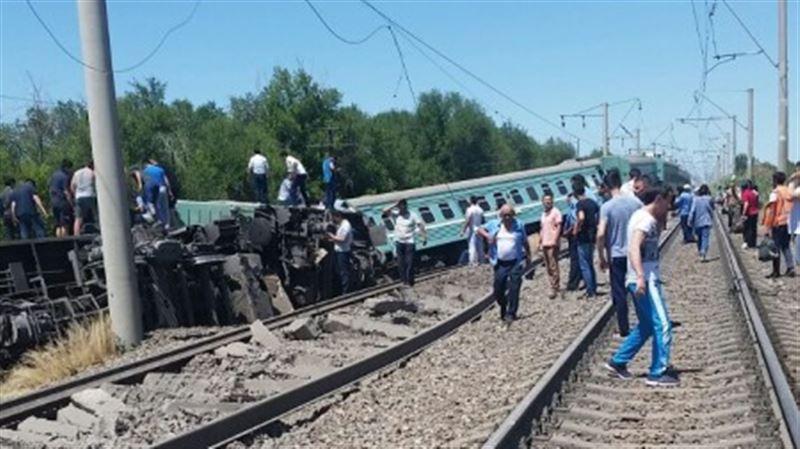 В Жамбылской области пассажирский поезд сошел с рельсов, погиб подросток