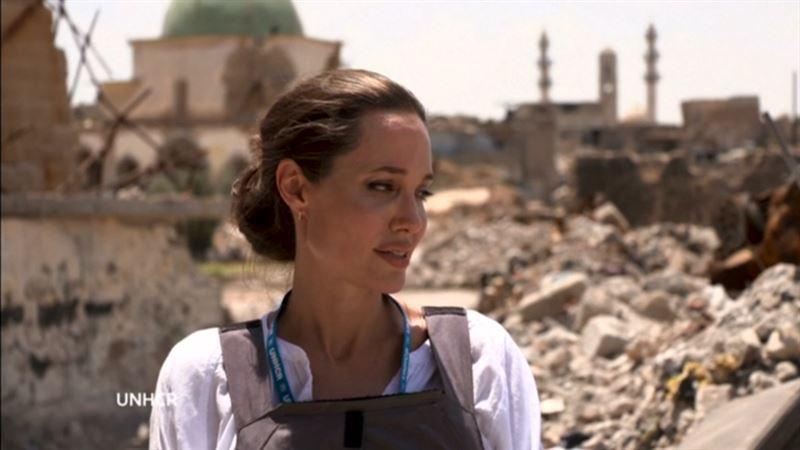 ВИДЕО: Анджелина Джоли Ирактың қираған қаласына келді