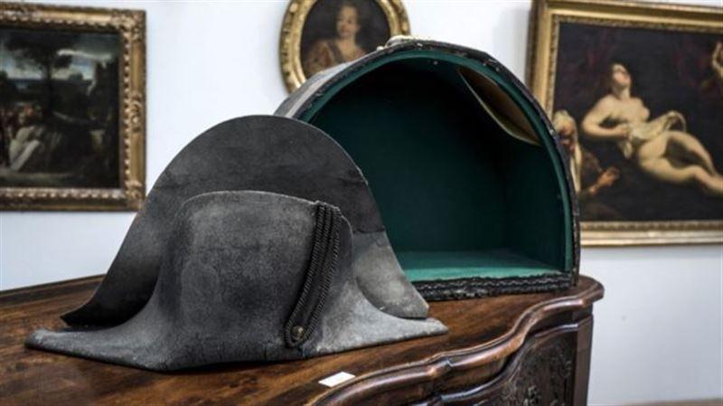 Во Франции треуголку Наполеона продали с аукциона за €350 тысяч