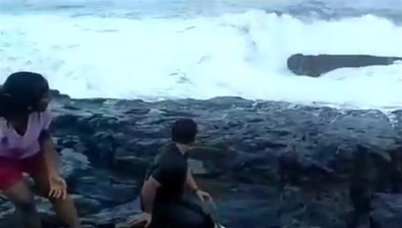 ВИДЕО: Таңның атқанын күтіп отырған туристің өлімі таспаға түсіп қалды