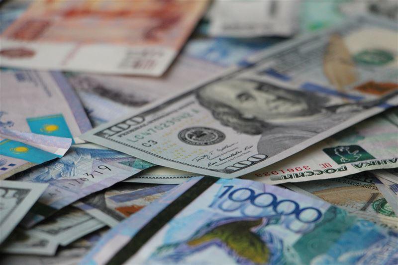 Национальная валюта ослабла до 340 тенге за доллар