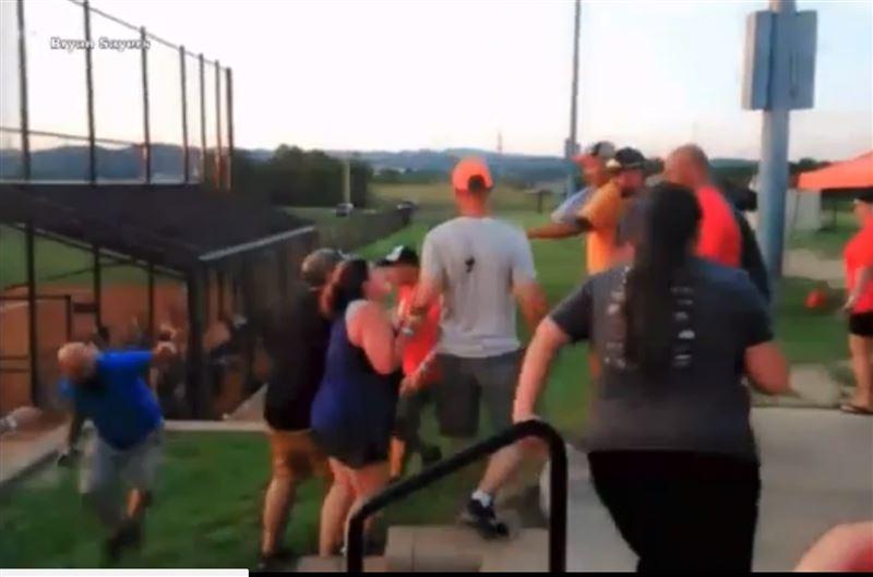 Родители устроили массовую драку во время бейсбольного матча юношеской лиги