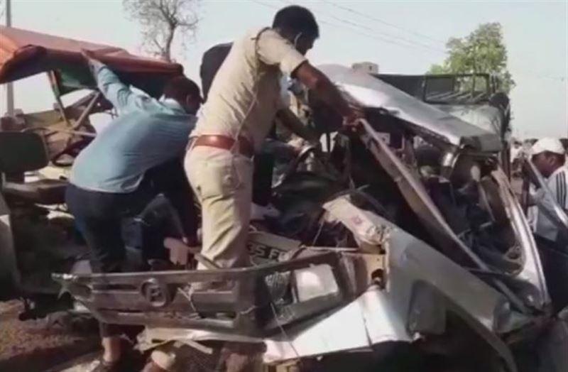 В жуткой аварии с участием грузовика и джипа из похоронной процессии погибли 15 человек