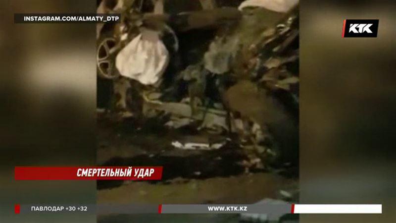 В Алматы элитную иномарку разорвало на части