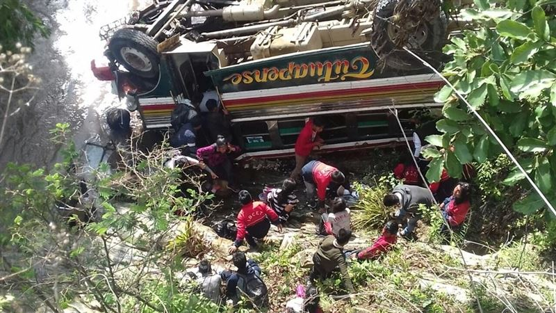 В Гватемале автобус со студентами упал с 70-метровой высоты, есть жертвы
