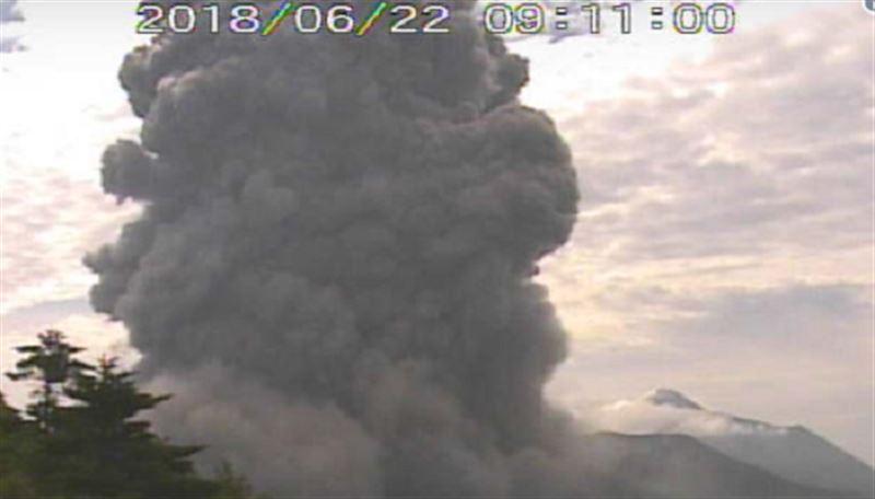 В Японии извергается вулкан, где был снят фильм о Джеймсе Бонде