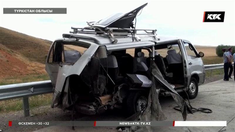 Түркістан облысында Өзбекстан азаматтары мінген автобус апатқа ұшырады