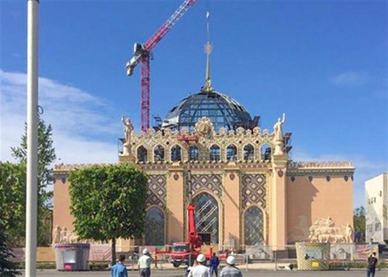Исторический шпиль вернулся на павильон «Казахстан» в Москве