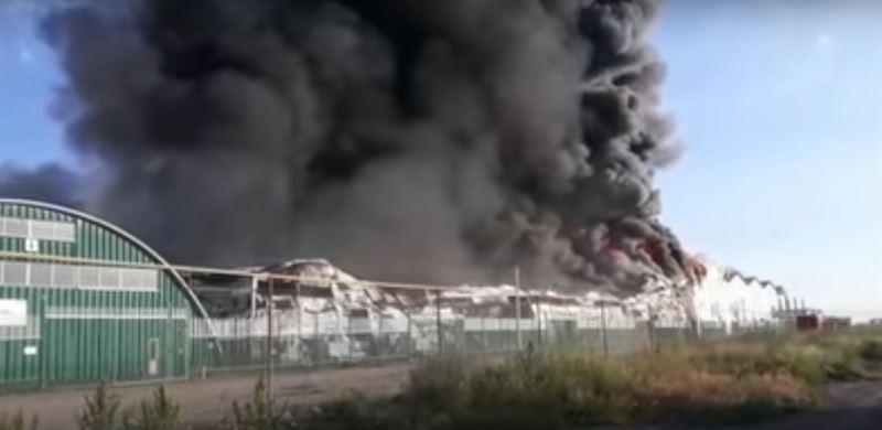 В Алматы горят склады на площади 3 тысячи квадратных метров