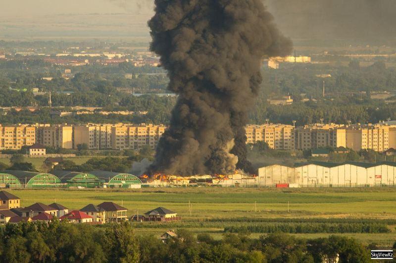 ВИДЕО: Алматыда қойма орналасқан 17 мың шаршы метр жер өртенді