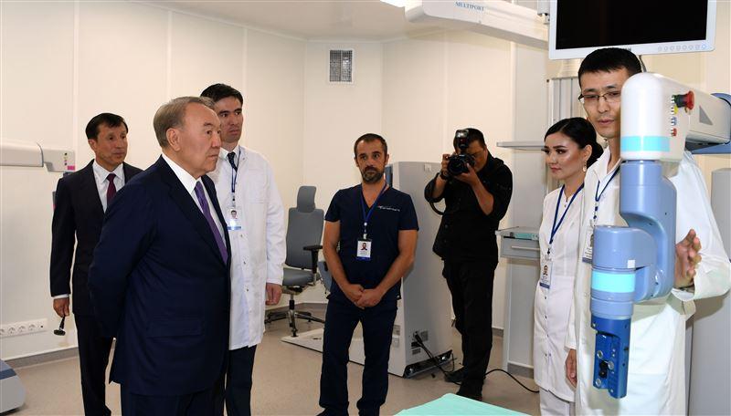 Нурсултан Назарбаев ознакомился с деятельностью Центра роботизированной хирургии в ВКО