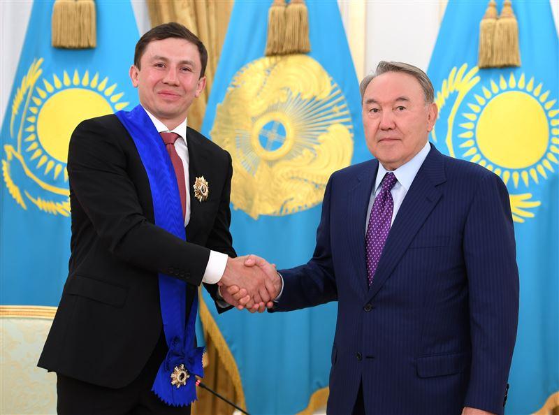 Геннадий Головкин подарил свои чемпионские пояса по боксу Назарбаеву