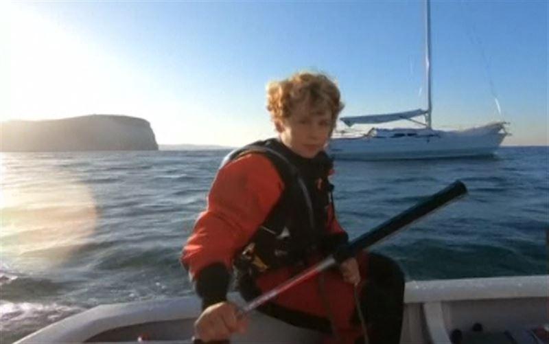 12-летний француз в одиночку на яхте пересек Ла-Манш и установил рекорд