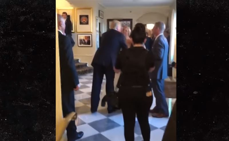 Трамп поцеловал невесту, случайно оказавшись на чужой свадьбе