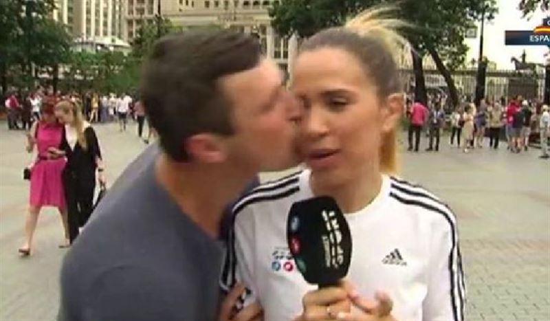 ЧМ-2018: очередной болельщик поцеловал испанскую журналистку во время прямого эфира