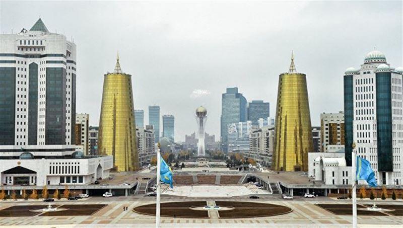К 20-летию Астаны казахстанский силач удержал два самолета