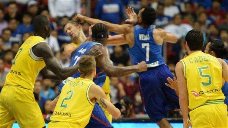 Массовая драка между баскетболистами сборных Австралии и Филиппин попала на видео