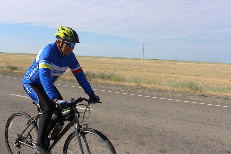 ФОТО: Үржарлық кәсіпкер Астанаға велосипедпен жетті