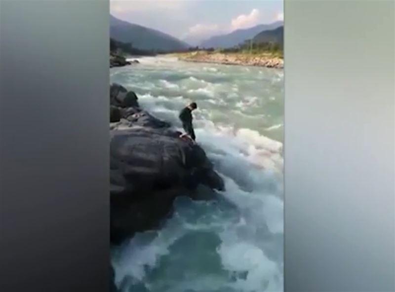 Пакистанец пытался доказать родственникам, что умеет плавать, но утонул